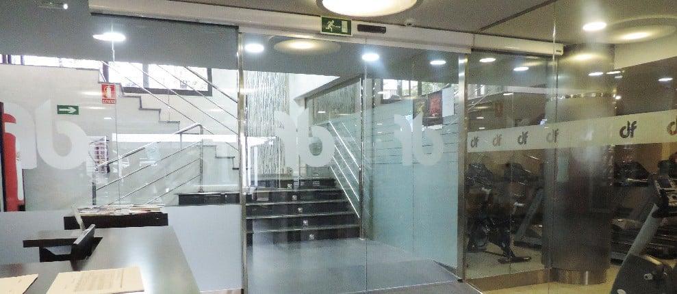 puerta cristal automatica gimnasio