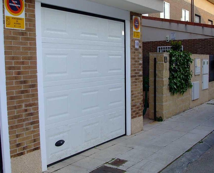 Soluciones puertas de garaje y cancela aprimatic for Automatismos para puertas