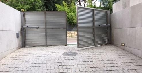 puerta batiente garaje motor aprimatic