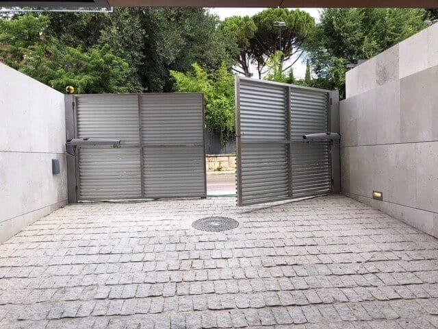 puerta batiente garaje