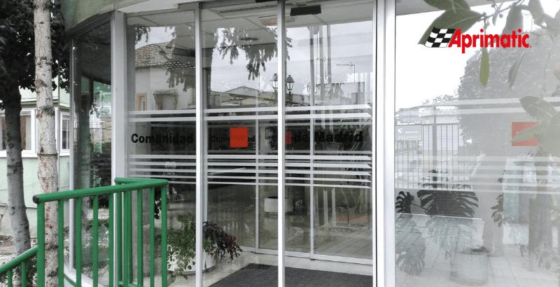 puertas automaticas en residencias de ancianos sin contacto