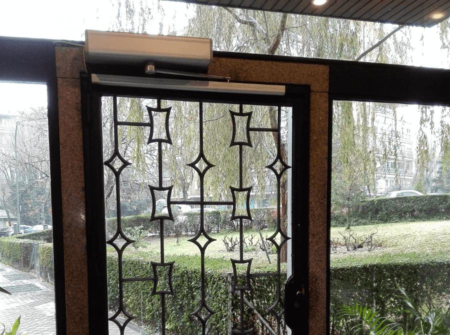 pulsador sin contacto puertas portal